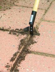 Fogrensare rensa enkelt bort ogräs mellan plattor och i fogar.