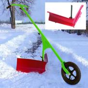 Snöplogen effektiv i stället för att skotta snö med snöskyffel.