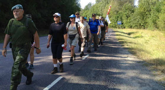Veteranmarschen lämnar Hindås för den första etappen 2014