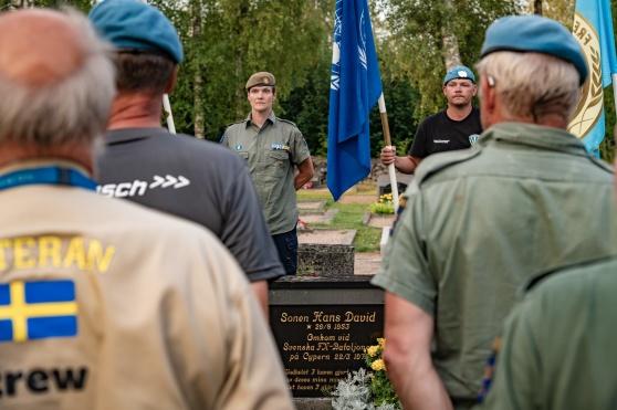 Veteranmarschen besökte och hedrade David Ollinen vid hans grav. Foto: Kim Svensson