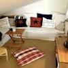 Kombinerat sov- och TV-loft