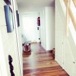hall med platsbyggda garderober