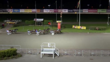 Det var hårt i mål men Honey Bunny vann på Gävle 21 september.