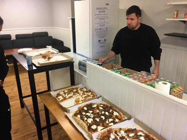 Vi tackar vår sponsor PIZZERIA ZINKAA för pizzor.