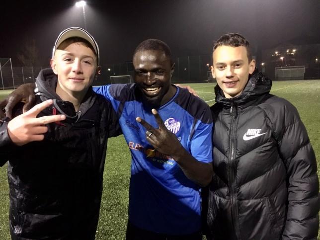 Felix och hans nya fans, Tarik och Anes!⚽️❤️