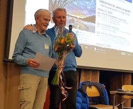 Åke Wilhelmsson utnämndes till Seniornet Lidingös första hedersmedlem vid årsmötet den 9 mars-2020. Åke till vänster tillsammans med ordföranden Stefan. Grattis Åke!