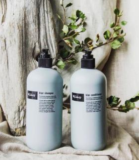 En lätt Bris shampoo och balsam -