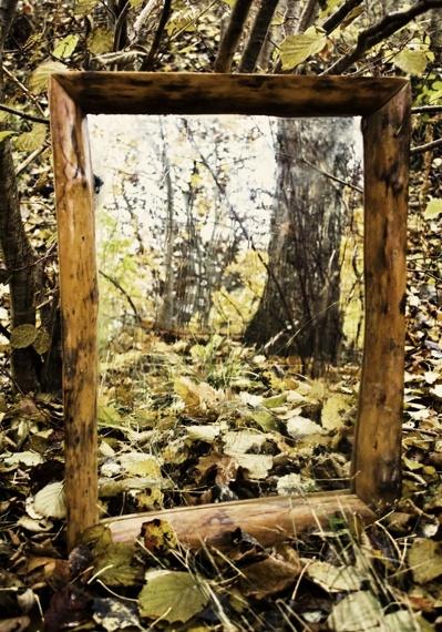 Handgjörd naturspegel i olika storleker. Material olika träslag från vår egen skog