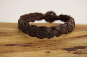 Plattflätat brunt läderarmband - 15 centimeter