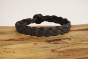 Plattflätat svart läderarmband - 15 centimeter