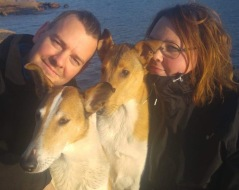 Sarah med Richard & hundarna Mara & Puke