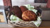 Hembakat bröd på frukostbuffén