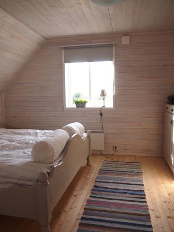 Romantiskt rum med jacuzzi för bröllopsnatt vid havet norr om Falkenberg – dubbelrum med frukost på Augustas B&B i Olofsbo längs Kattegattleden mot Glommen
