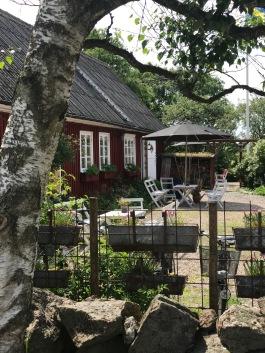 Trädgårdscafé längs kustvägen & Kattegattleden vid havet Halland. Charmigt och hemtrevligt i Olofsbo Falkenberg. Lokala hantverkare. Hembakt bröd & våfflor