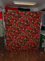 Gardintyg - Julblomma på röd botten