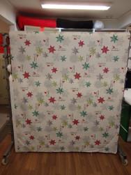 Gardintyg - Julstjärnor på vit botten