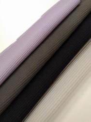 Ribbad polyestertrikå i fyra färger