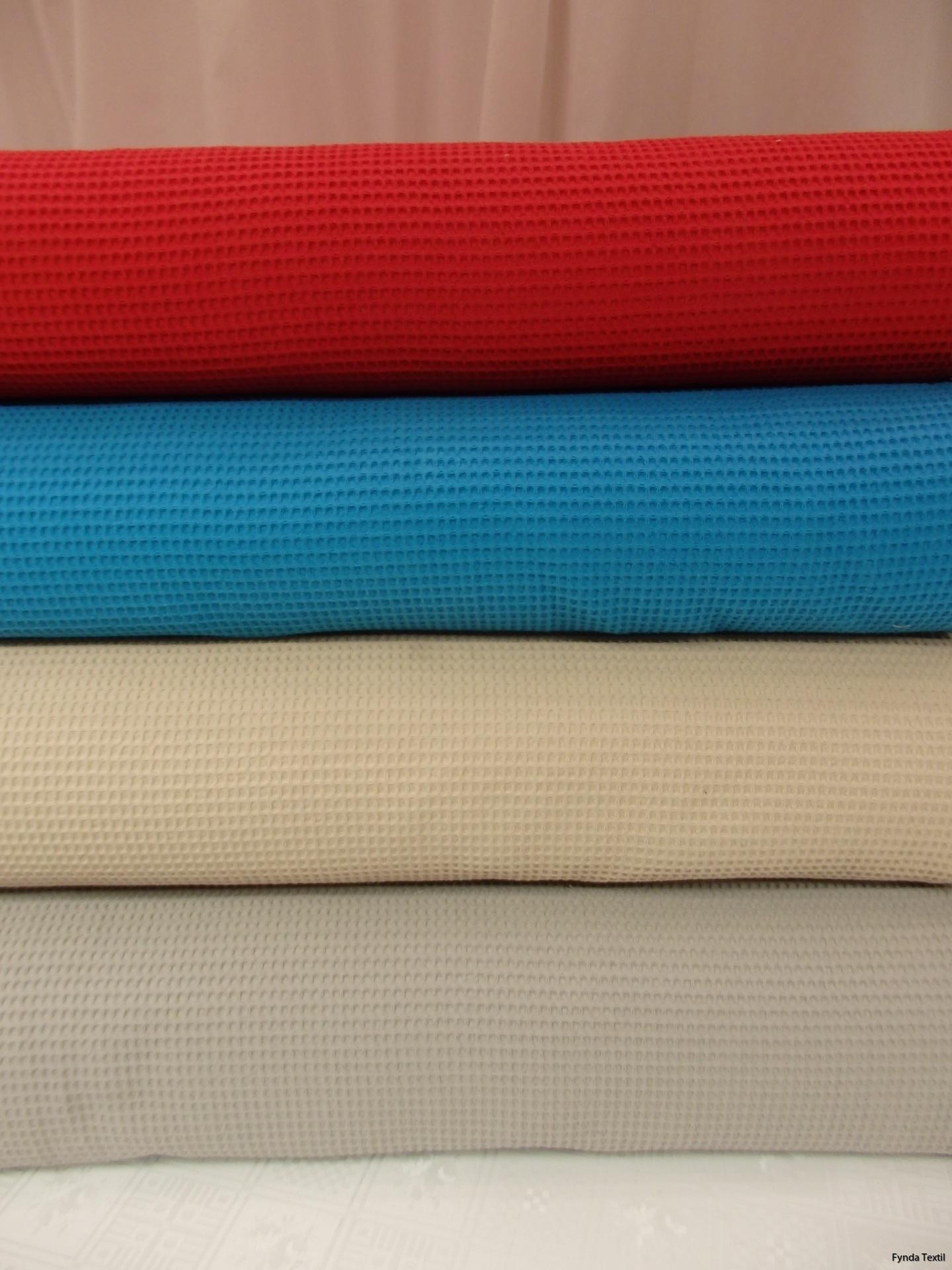 Uppifrån och ner: Röd, turkos, beige och grå