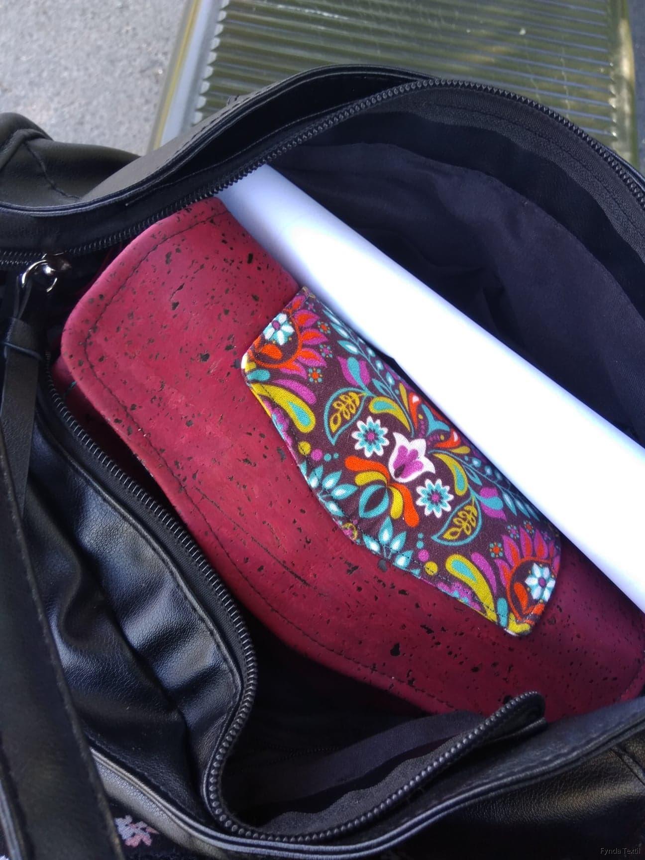 Inspiriationsbild - Plånbok i vinröd kork och mönstrat bomullstyg
