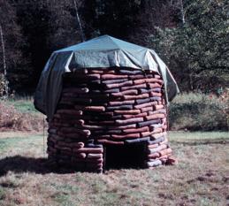 Enrum, ett skyddsrum för en person att stå i.
