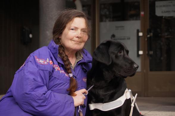 Michéle och ledarhunden Molly