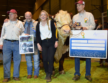 Bårarps Jaguar T-110 winner of the first ever SIRE-PRIZE! On the photo: Olle W Larsson (owner), Einar, Olles granddaughter and nephew Anders Larsson