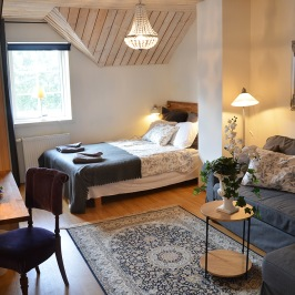 Bo på lanthotell under sportlovet. Sportlovspaket med B&B eller full hotellstandard på Lögnäs Gård utanför Laholm i södra Halland