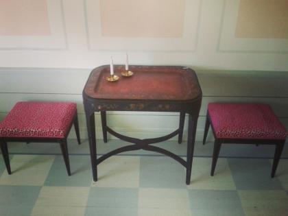 """Brickbord med taburetter. Fler bilder finner Du under nästa flik """"Bilder/Pictures""""!"""