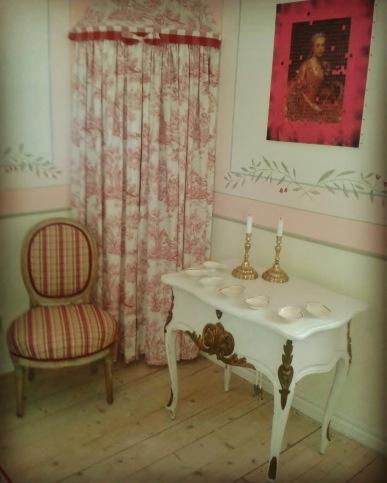 """Rokokobord sent 1800-tal. Fler bilder finner Du under nästa flik """"Bilder/Pictures""""!"""