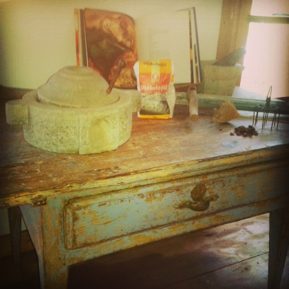 "Stone mill on country style table. More pictures on next page ""Bilder/Pictures""!"