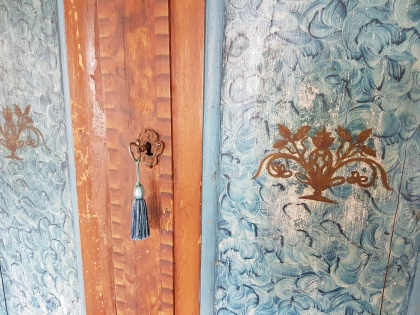 """Detail of cupboard from Fryksdalen. More pictures on next page """"Bilder/Pictures""""!"""
