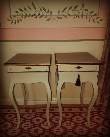 """Bedside tables. More pictures on next page """"Bilder/Pictures""""!"""