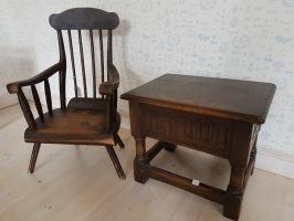 Barnkarmstol och öppningsbart bord