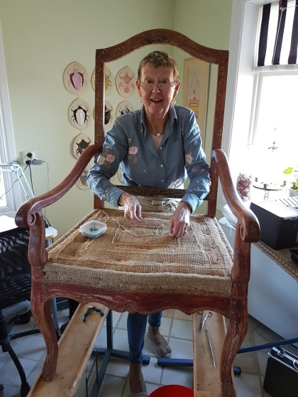 """Pia upholstering an armchair. More pictures on next page """"Bilder/Pictures""""!"""