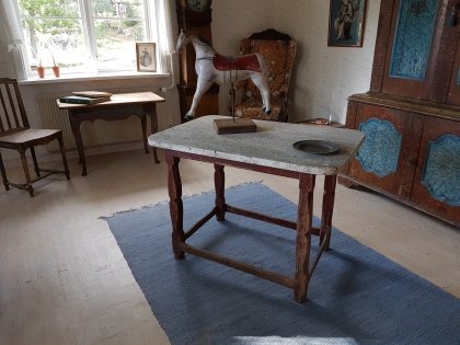"""Baroc table. More pictures on next page """"Bilder/Pictures""""!"""