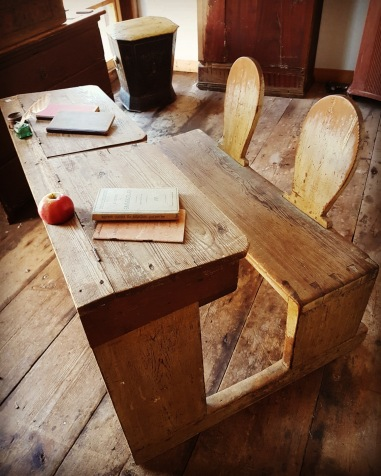"""School bench. More pictures on next page """"Bilder/Pictures""""!"""