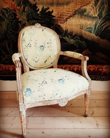 """Gustavian armchair. More pictures on next page """"Bilder/Pictures""""!"""