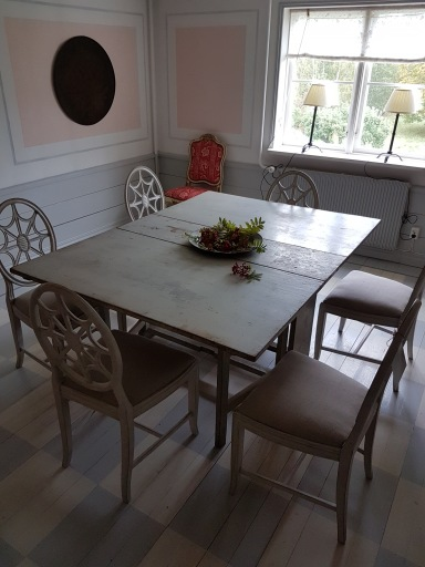 """Flap table with six chairs. More pictures on next page """"Bilder/Pictures""""!"""