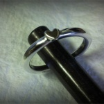 Smal ring med litet hjärta Artnr: pris vid beställning maila kontakt@rolisilverdesign.se