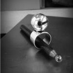 Bred smidd ring med stor ihålig hamrad kula Artnr: pris vid beställning maila kontakt@rolisilverdesign.se