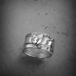 Hamrad silverring med hjärta Artnr: pris vid beställning maila kontakt@rolisilverdesign.se