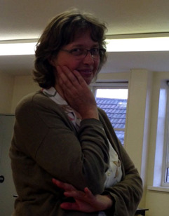 Johanna Rösti, IFA Chairman, leder IFA mötet i Cardiff där beslut och diskussioner blandades med glada tillrop.