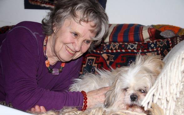 Kerstin och hennes älskade kinesiska tempelhund Max.