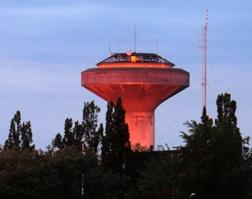 Så här såg vattentornet ut i morgonsolen en morgon i januari 2014. Fångat av Inger Spets.