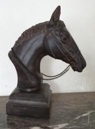 Hästhuvud på sockel - Hästhuvud på sockel