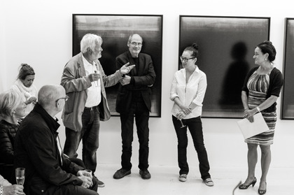 Konstnärerna Per Kesselmar och Hyun-Jin Kwak och galleriägaren Elisabeth Fagerstedt visade utställningen OBSERVATIONS. Foto. Jan Persson