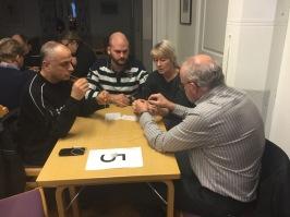Joseph, Andreas, Ulla och Dahn tar sig an Marshmallow challenge...