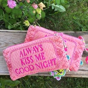 Always kiss me goodnight - Sminkväska - Always kiss me goodnight