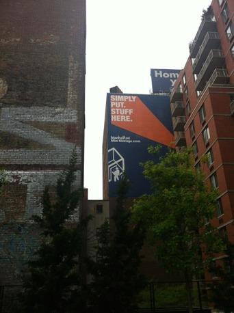 Manhattan mini storage, från promenadvägen High Line.
