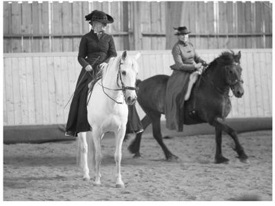 Birgitta och Alteza och Jag och Braut i ett Pas de Deux i uppvisningen på Segerkulla